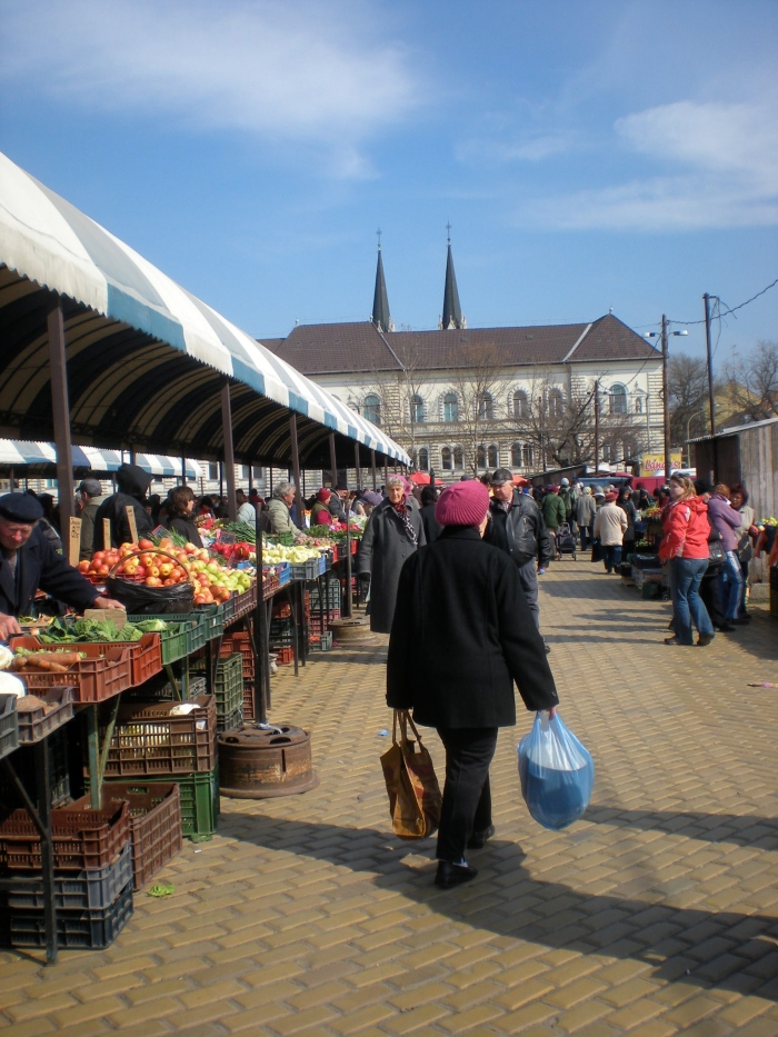 Szeged market with templom in the distance